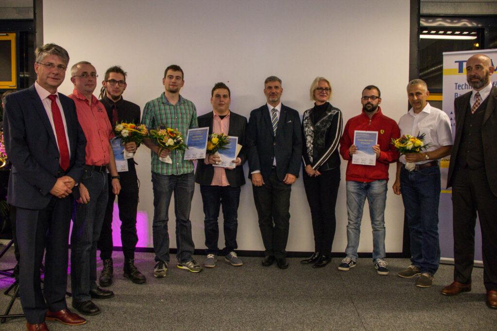 Preisträger mit Unternehmensvertreter nach der Preisverleihung durch die Beigeordnete des Landrates Frau Birgit Weber, Oberbürgermeister Alexander Ahrens und dem Vorsitzenden des TFV Volker Bartko.